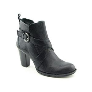 Born Shola Boots in Black Size 7